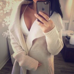 Sweaters - Love this beauty
